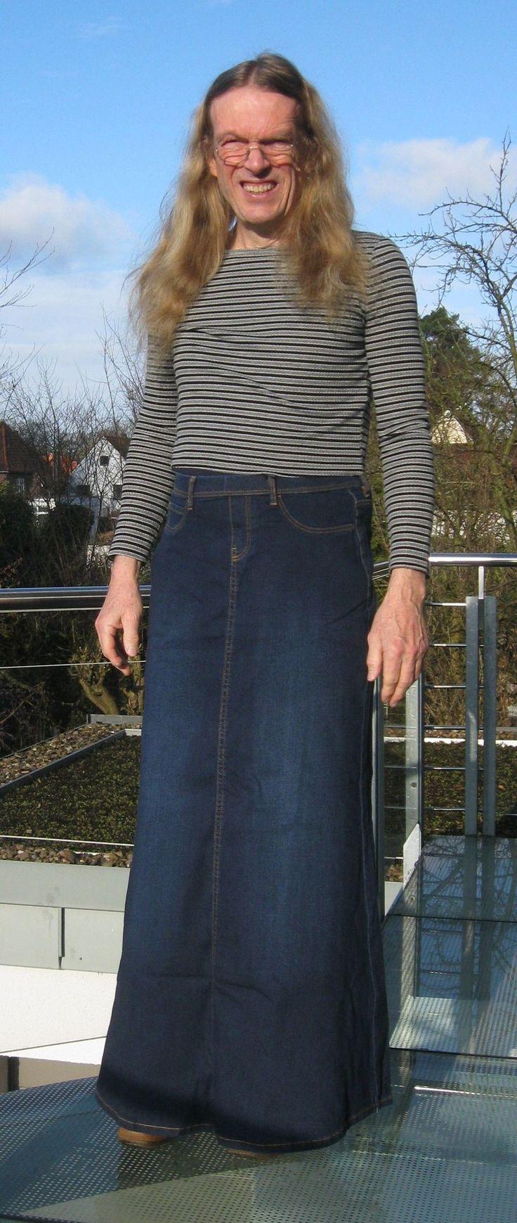 Pin on man in skirt - and dresses Männer in femininer