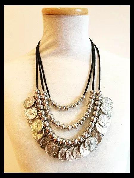 collar triple gamuza y monedas - moda 2016