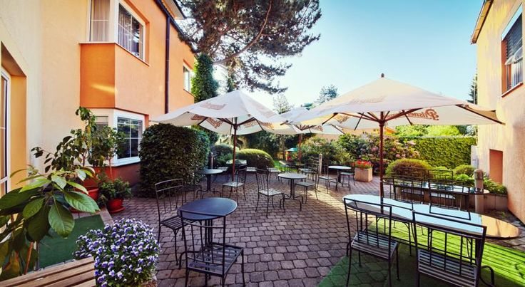 Hotel Tulipan Pruhonice Prŭhonice In the residential area of Pruhonice in the suburbs of Prague, Hotel Tulipan is situated 200 metres from the D1 Prague-Brno-Vienna motorway exit, and 15 km from the city centre, which is easily reachable by public transport.