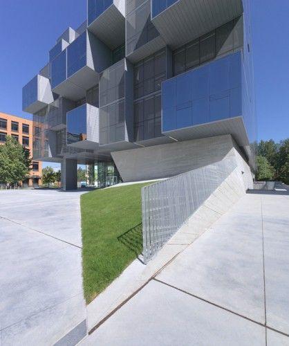 UBC Faculty of Pharmaceutical Sciences / Saucier + Perrotte architectes