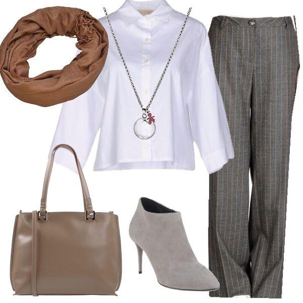 Un outfit rigoroso che si compone di un paio di pantaloni in tessuto  gessato f65341db7b3