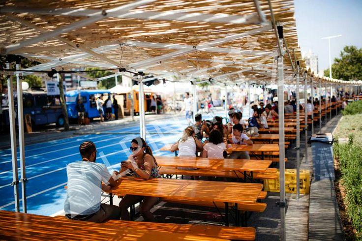 Alquiler de mesas plegables de madera para eventos y fiestas