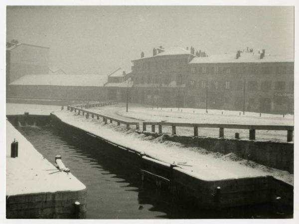 Via Conca Del Naviglio Sotto La Neve Foto Di Giulio Galimberti Foto Paesaggi Vecchie Foto