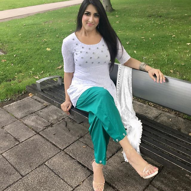 To mark 70 years of Pakistan  Independence I just had to wear white and green! I hope you are all having a wonderful day with your friends and family! My #outfitoftheday made by me #aliaraffia #pakistan #pakistani #pakistanindependenceday #pakistanindependence