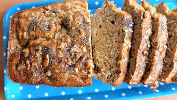Cake au petit épeautre, roquefort et oignons confits – Le Repaire des Ventres Faims