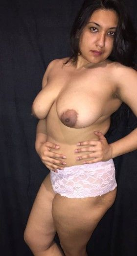 Pakistani desi girls half nude hot photo