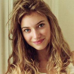 Imogen Poots as Maggie.  Sweet and innocent, beautiful light eyes, wavy hair.