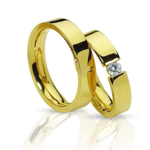 АРТ: ТС4000.  Классика и стиль - вот, что характеризует эти парные обручальные кольца. Мужское и женское кольцо выполнены в едином художественном стиле. Кольца из желтого золота 585 пробы. Женское кольцо с одним круглым бриллиантом весом 0.1 карат с характеристиками цвета 4 и чистоты 4. Ширина колец 4,5 мм. Средний вес пары обручальных колец 15 грамм. Цена пары обручальных колец 49900р.