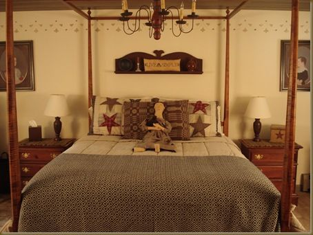 Prim Country Bedroom Love The Feeling Of Balance And Symmetry By Using Pairs Great Primitive Country Decoratingcountry Primitiveprimitive Decorprimitive