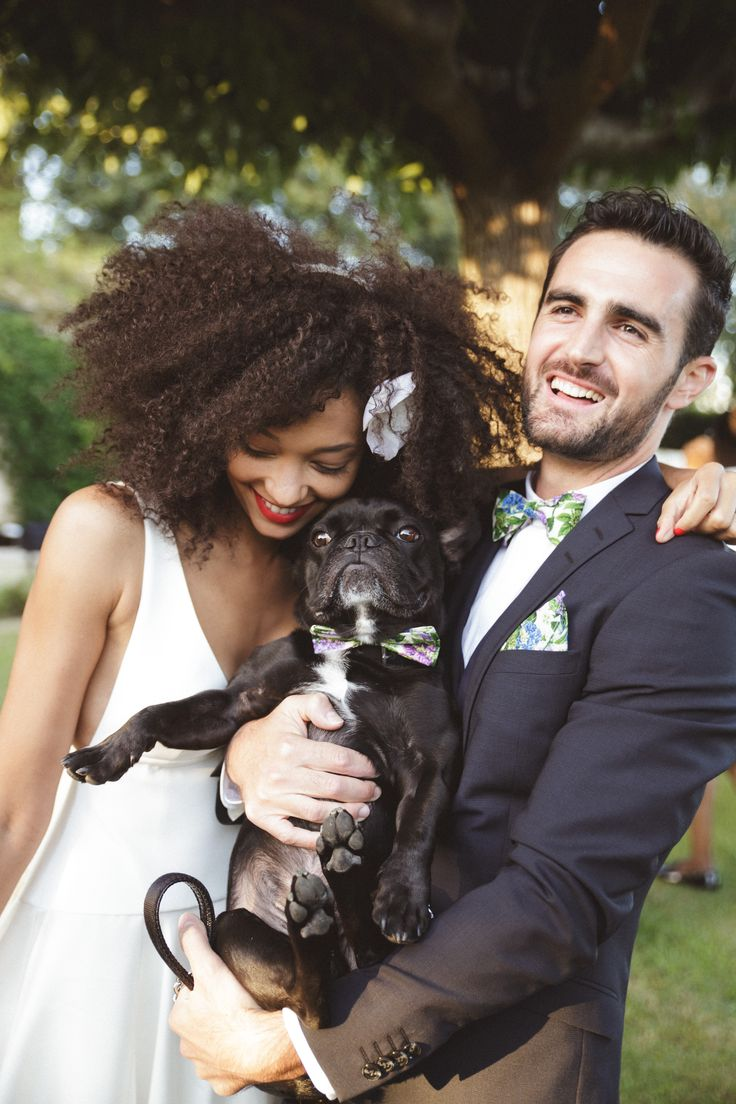 mercredie-blog-fashion-beauty-wedding-mariage-groom-outfit-inspiration-advice-natural-3c-afro-big-hair-nappy-curly-curls-veil-chapel-delphine-manivet-tulio-dress-robe-de-mariee-cheveux-frises-naturels-decoration-flowers-theme-light-floral-flowers-candles-barn-french-bulldog-couple-with-their-dog-d-day-cute-bow-tie
