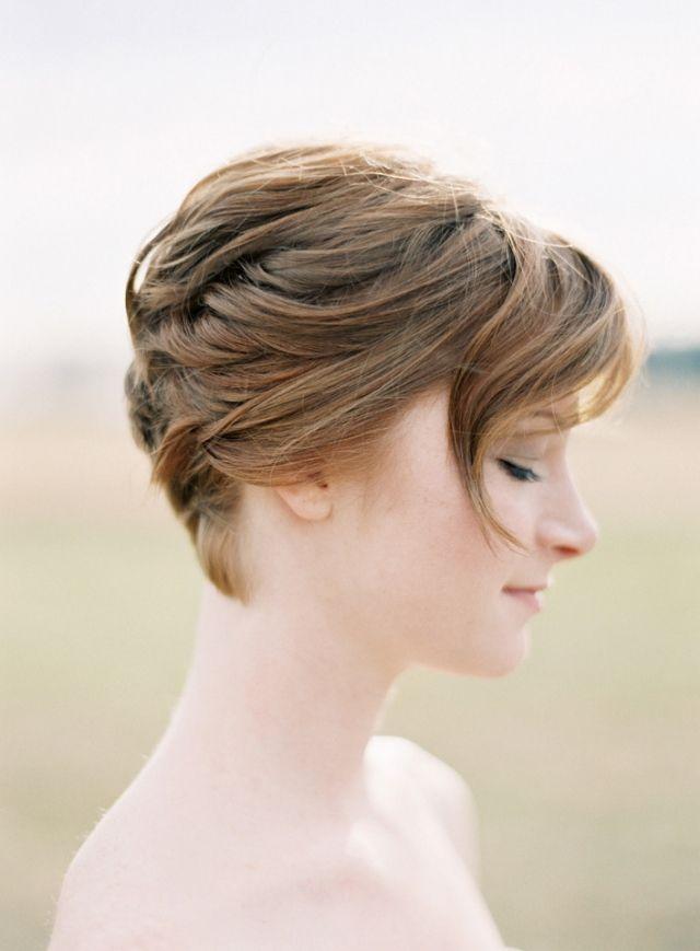 Mooi bruidskapsel voor kort haar.