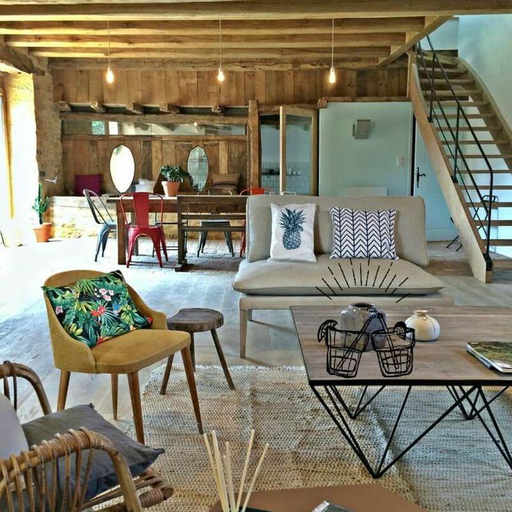 Profitez d'une maison de vacances spacieuse et confortable avec piscine chauffée pour se reposer, à quelques kilomètres de Sarlat. Location de chambre d'hôtes de charme avec literie grand confort, décoration soignée dans une ferme du XVIIIème siècle.