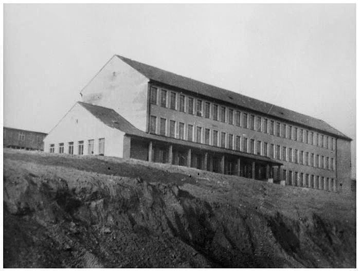 Škola OUSPZ č.11  v Šenbachu  (Meziboří) v roce 1953