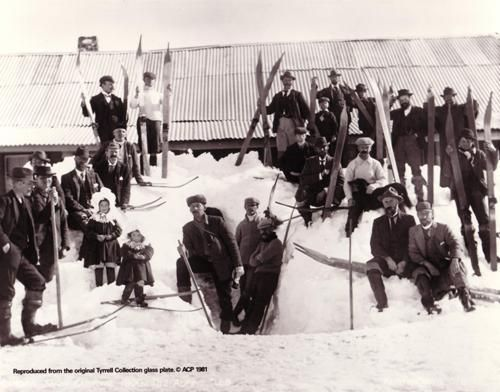 Snow Australia history - Skiers from the 1900 Kiandra Snow Shoe Carnival, New South Wales. The Alpine Club: Charles Kerry