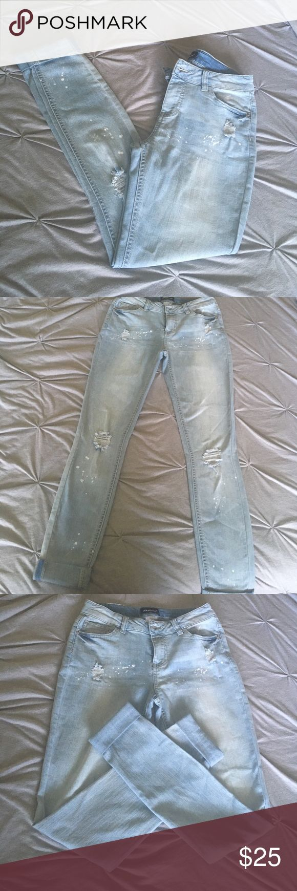 Joe boxer skinny ripped jeans Skinny ripped jeans by the brand Joe Boxer only wore twice... two small for me. GREAT condition. Look brand new with cute paint spot and ripped design. Can wear high waisted for my short girls and middle waist for my taller girls! You WANT these 😍 joe boxer Pants Skinny