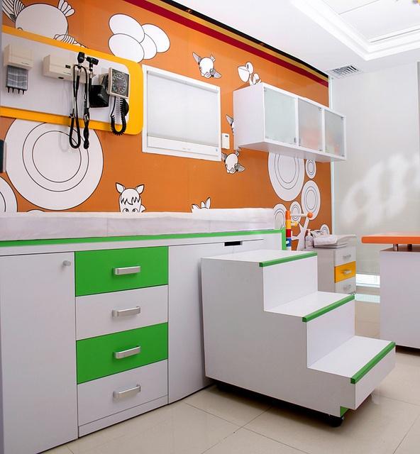 Consultorio y Mueble De Exploracion Pediatrico by CUBO 3 taller de diseño, via Flickr