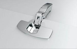A Nobilia konyhák alapfelszerelésként Hettich Sensys sarokpántokkal vannak felszerelve. A Sensys fém jelzi a sarokpánt-technika legújabb generációját: a Silent rendszer-tompító láthatatlanul beépül a sarokpántba. Olyan újítás, amely kielégíti a komforttal és a funkcióval szemben támasztott legmagasabb ígényeket. Az ajtók egy könnyű csuklómozdulatra csukódnak- egyenletesen és hangtalanul.