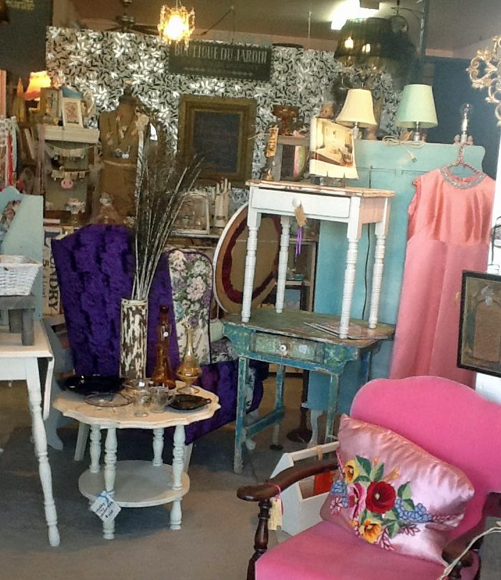 mixture of vintage, rustic, pretties & artisan creations all at la TaDa!