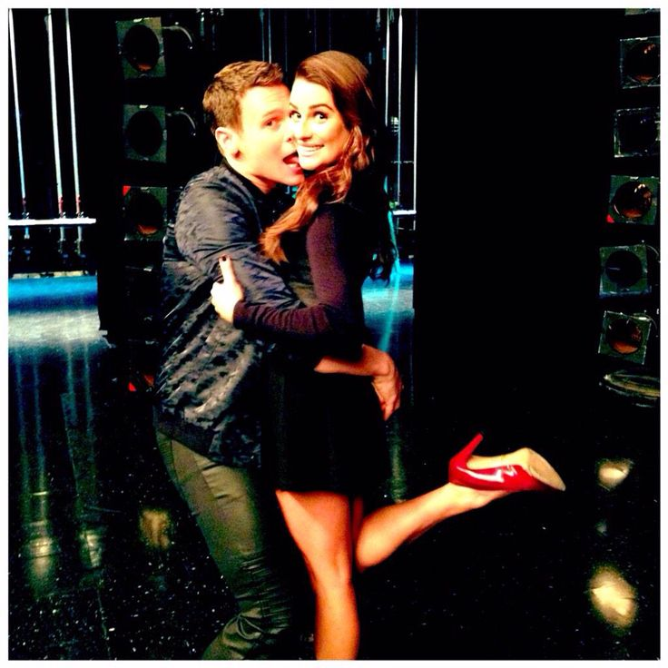 Lea Michele & Jonathan Groff on the Glee set HE'S BAAAAAAAAAAAAAACK! ~ Yay! I was always a Finchel fan but now that they can't work (due to Cory's passing) my second preference was Jessy!