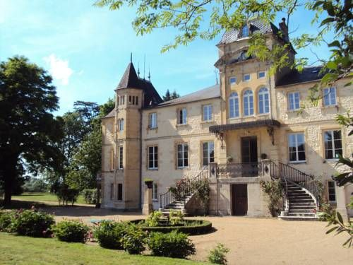 Chateau Du Four De Vaux Varennes Vauzelles Located on a 5-hectare park in the Loire Valley, this 19th-century country house is 3.5 km from Nevers. It features an outdoor swimming pool the spacious rooms all offer views of the surroundings.