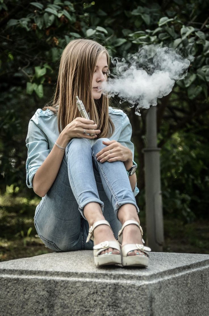 молодые курящие девушки фото видео папа дочь