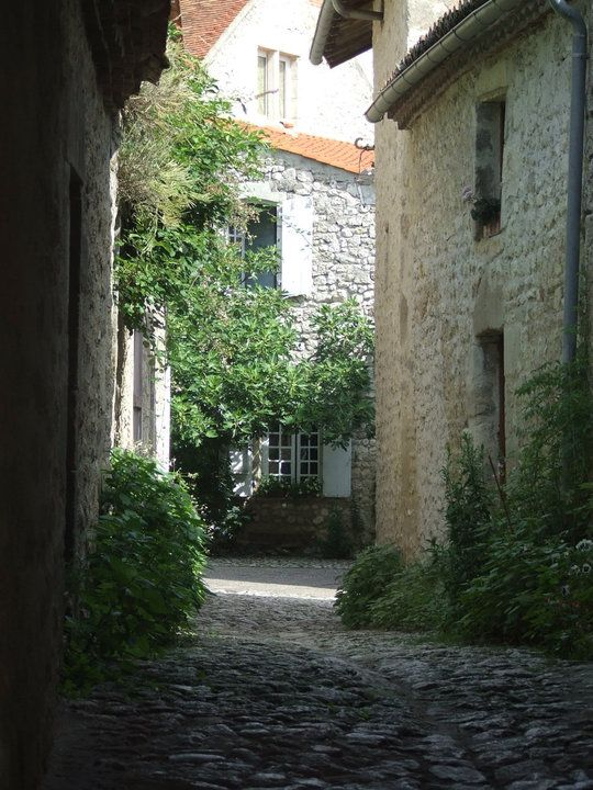 Vieille ruelles Charroux Allier