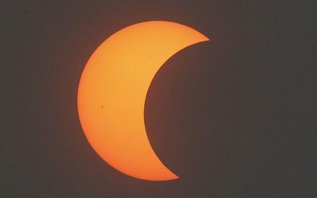 """Eclipse com """"anel de fogo"""" escurece o Hemisfério Norte - Ciência - iG"""