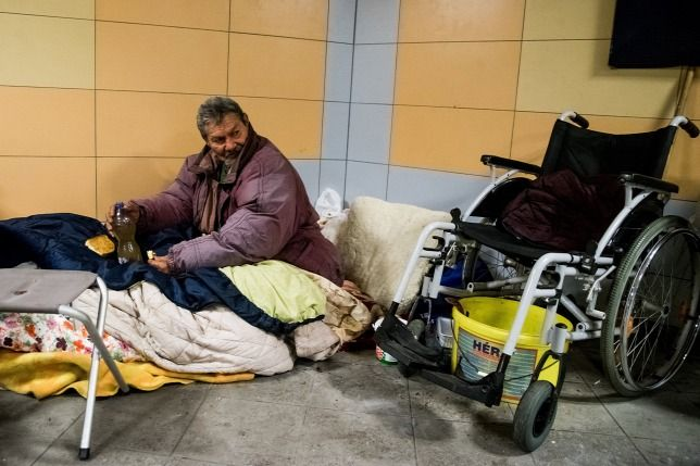 Hajléktalanotthon épülhet a IX. kerületben  Százötven+férőhelyes,+tartós+bentlakásos+ellátási+formában+működő+új+hajléktalanotthon+kialakításáról+is+dönthet+szerdai+ülésén+a+Fővárosi+Közgyűlés.  A+Szalay-Bobrovniczky+Alexandra+főpolgármester-helyettes+által+jegyzett–+a+budapest.hu+oldalon+közzétett–+előterjesztés+elfogadásával+a…