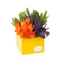 Leucadendron, 9 trandafiri, lavanda, trachelium,  cutie de lemn 16X16X14cm