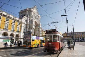 Lisbona in un week end – via One Life in Travel   #Lisbona, una delle c…