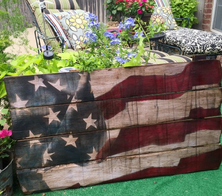 Full size pallet of Old Glory Rear View Vintage Home Decor Rearviewhomedecor@gmail.com