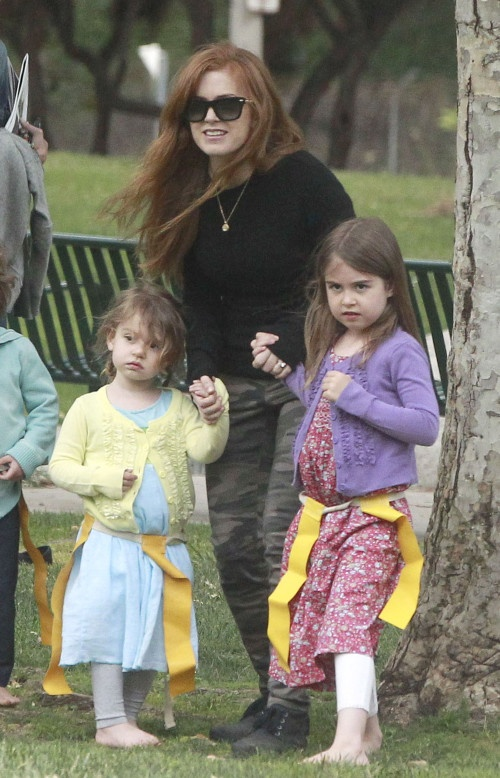 Isla Fisher & daughters at Coldwater Canyon Park! Cuties!