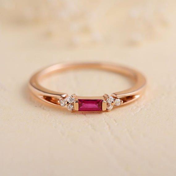 Rose Gold Verlobungsring Baguette Rubin Diamant Cluster Juli Birthstone Stapeln … – Martin Gabbey