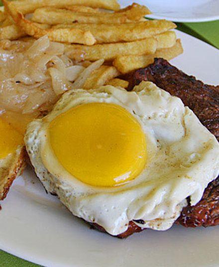Lomo a lo Pobre  Carne magra tipo V, huevos de campo, cebolla de la zona y preparado en aceites de calidad... sin comentarios... querrá comer muchos.