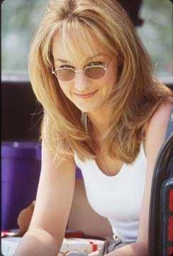 Helen Hunt ~ her role in Twister was amazing! I love this haircut/style, of course my hair is brown and I don't want blonde but I'm thinking of doing this adding bangs