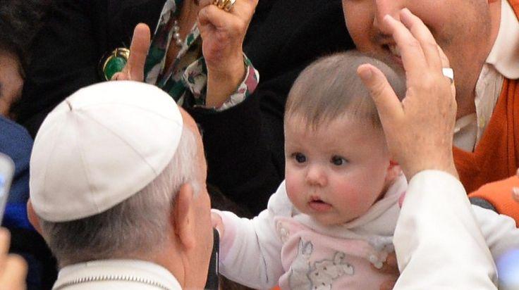 O primeiro livro do papa Francisco, baseado numa série de conversas com o vaticanista do jornal italiano La Stampa Andrea Tornielli, vai ser publicado a 12 de janeiro, anunciou hoje a editora, na divulgação da capa.