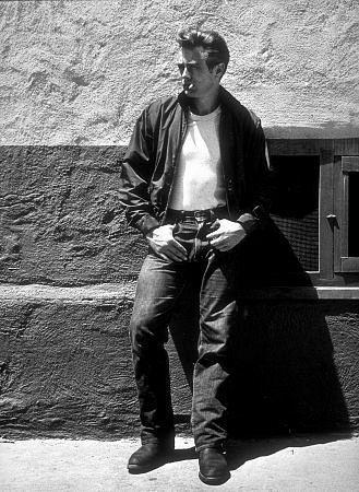 James Dean, 1955 Me encanta ese aire de chico malo y rebelde!: