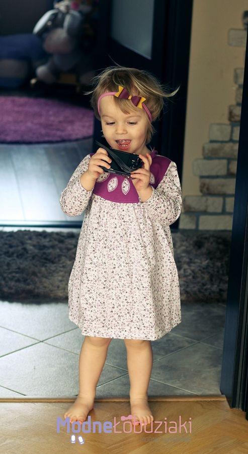 Wrzosowa sukieneczka z długim rękawem do chodzenia na codzień sprawdzi się dla każdej dziewczynki. Jest delikatna, miękka i wygodna.