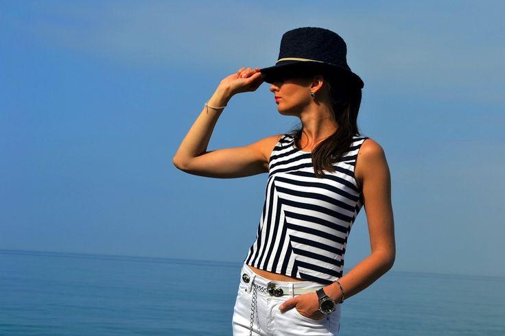 Белые джинсы и полосатая майка из вискозы | yana.fashion > модный дневник