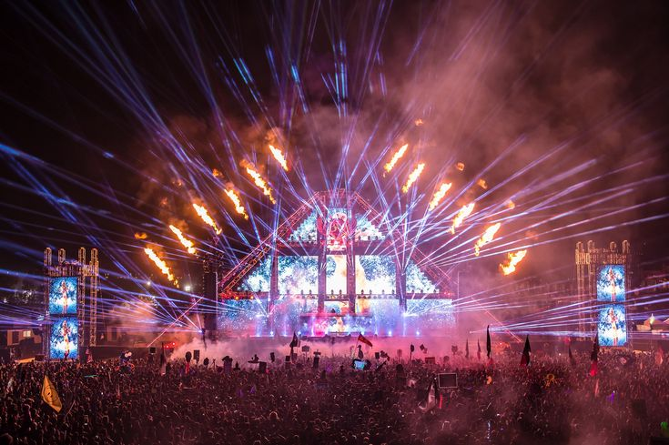 Coverage for Beyond Wonderland 2016 main stage