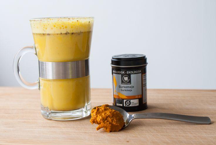Guldmjölk innehåller gurkmeja, vilket har antiinflammatoriska egenskaper. Det är en välgörande och god dryck!