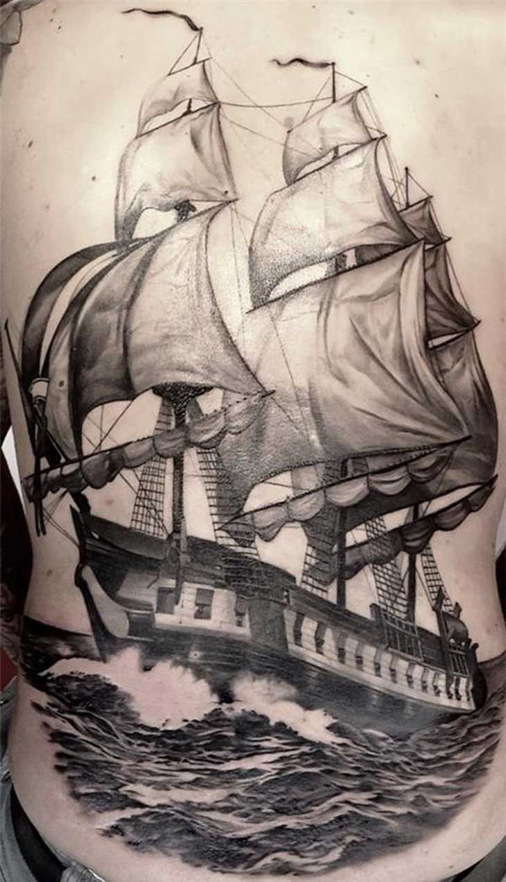 tatuaje de un barco con las velas hinchadas sensacion de libertad