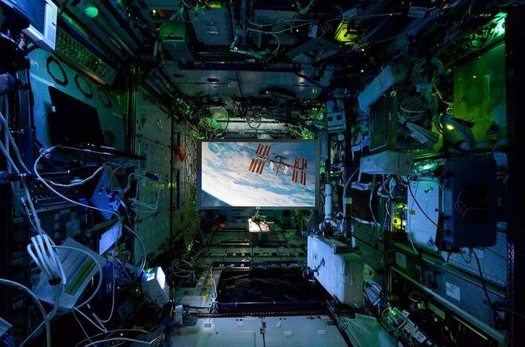 Экипаж МКС получил первый в мире космический проекционный экран » Новости космоса и космонавтики   Фото, видео, Online трансляции с МКС.