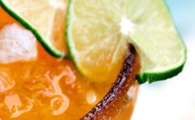 Persimmon Margarita via @Aaa Sss - http://www.us.sauzatequila.com ...