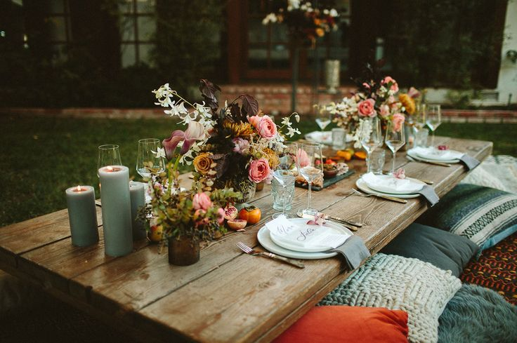 backyard engagement dinner with a fall feel - perfect for a relaxed, casual and boho thanksgiving or friendsgiving