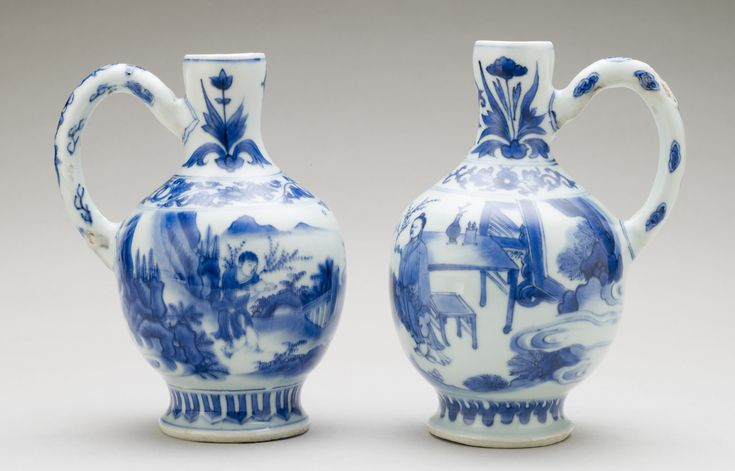 Pair of ewers, China, Ming dynasty. Porcelain painted in underglaze blue. RCIN 1205. Royal Collection © Her Majesty Queen Elizabeth II