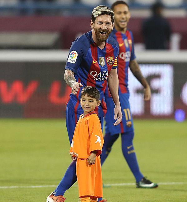 Neymar with Leo Messi & son