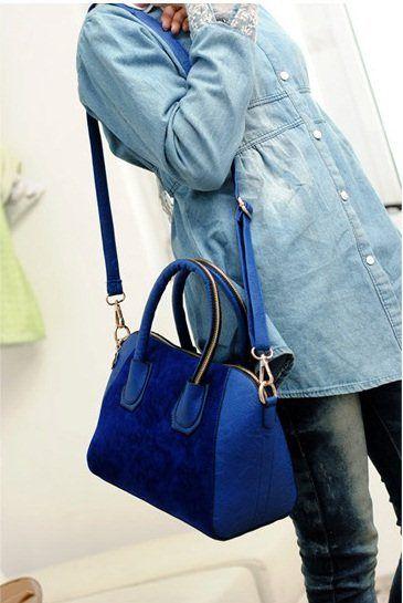 20014 Blue, IDR 150.000, Tinggi : 28cm,  Panjang : 29cm,  Tebal : 12cm,  Tali Panjang : Ada,  Cara Buka : Resleting,  Bahan : PU, Berat : 700 gram