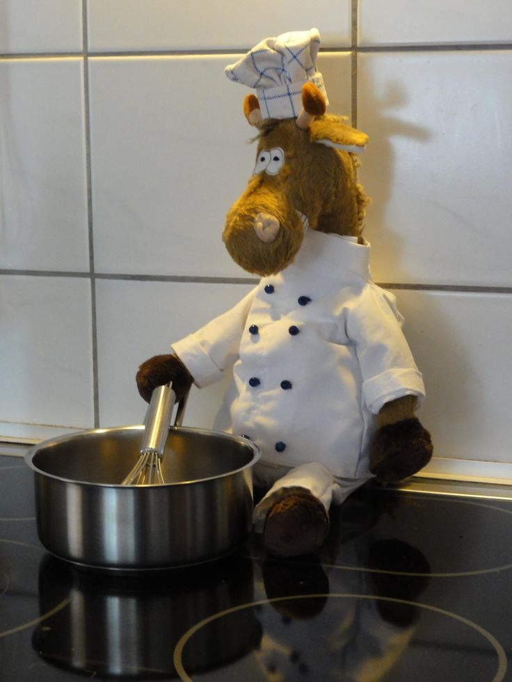 Délicieux! Our own Jacques Giraff following his passion: the preparation of the perfect Bouillon. Doesn't he look good in his chef uniform, custom made by a Beasts fan? You can bring your own Jacques to your kitchen (without the uniform): http://www.sigikid-usa.com/products/jacques-giraff #sigikid #sigikidBEASTS #JacqueGiraff #sigikidPhotoOfTheWeek