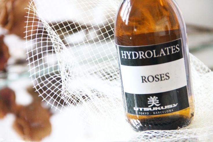 Rozen hydrolaat, voor huid en haar, heerlijk! Beauty blogger Tatiana schreef er een enthousiaste blog over. Je leest het hier: http://www.blogenbeauty.nl/utsukusy-rozenhydrolaat/#